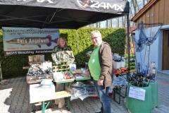 Gerätewart und Organisator Reinhard Kroll bei Evi Zimpel aus Straubing